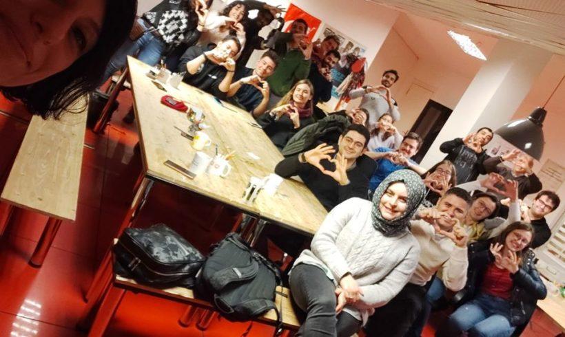 Robotel Ocak buluşmasında hem korucularımızdan #Robotel hikayesini yeni gönüllüler ile paylaştık, hem @itu_ieee ekibi yeni yaptıkları eli anlattı, hem de Ammar kardeşimiz @Akşam Gazetesi röportajı için bizimle! #SosyalFayda için #Teknoloji