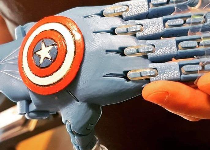 Süper-kahraman ellerden hangisini istersin?