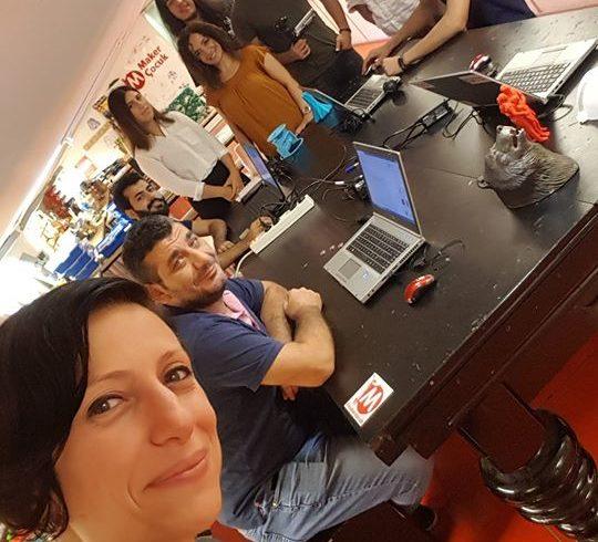 Kurucularımızdan Zeynep Karagöz, Maker Atölye ekibiyle birlikte TEBKOBITV çekiminde #sosyalfayda için #Teknoloji örneği Robotel hakkında konuştu.