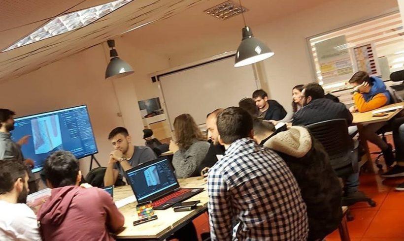 Gönüllülerimizden Ozan Aral liderliğinde Bahçeşehir Üniversitesi #Robotel takımı eğitimi