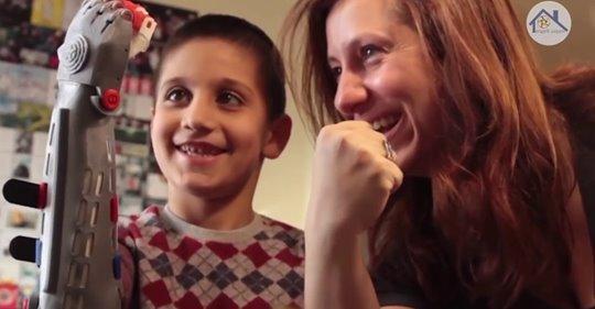 Robot Elle Yaşam | 1 Engelli Yaşam  Gönüllü hareketimizin hikayesini 12 dakikada buradan dinleyebilirsiniz.