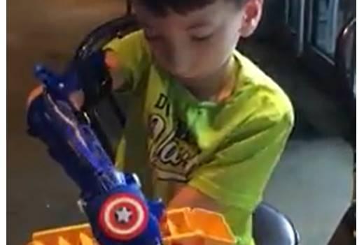 Koç Lisesi Robotel takımı 6 yaşındaki Ismail'e #captainamerica #kaptanamerika temalı #robotel teslimini yaptı.